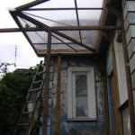 Самодельное крыльцо с прозрачной крышей